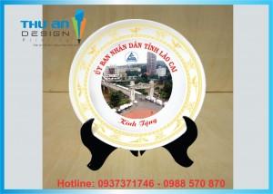 Địa chỉ in và thiết kế đĩa gốm sứ làm quà tặng giá rẻ tại Hà Nội