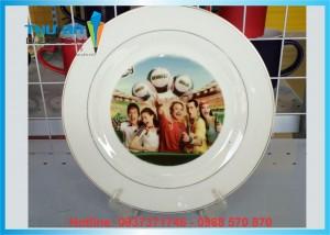 In hình ảnh, logo lên đĩa sứ trắng theo yêu cầu tại Đống Đa
